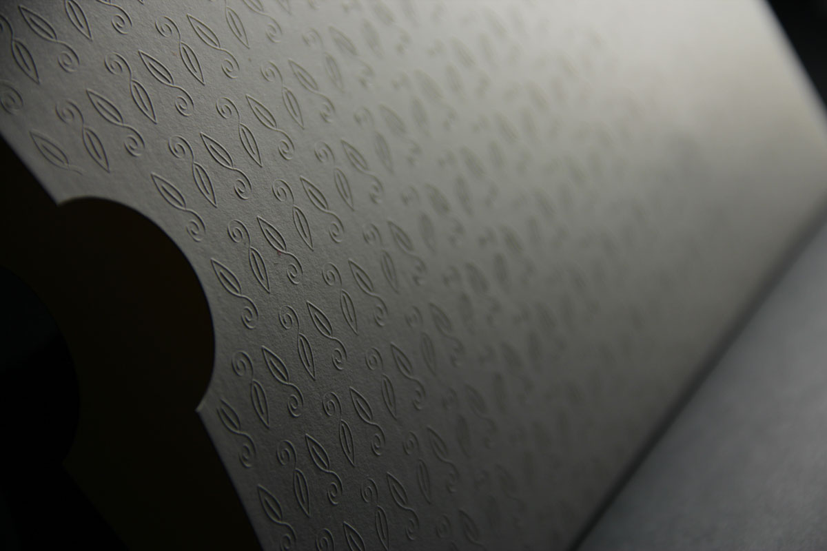 Reunion Grande Sleeve with embossed icons